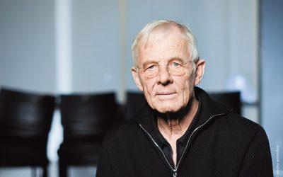 Rolf Becker zieht sein Publikum mit Leningrad-Lesung in Bann
